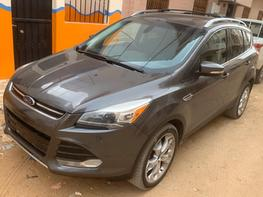 Vente de voiture d'occasion Ford escape titanium ecoboost version 4x4 full options, 2013